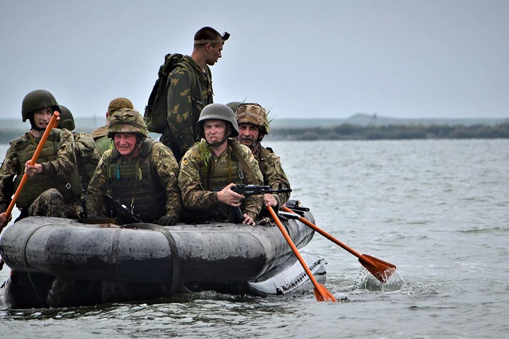 Украинские военные в лодке