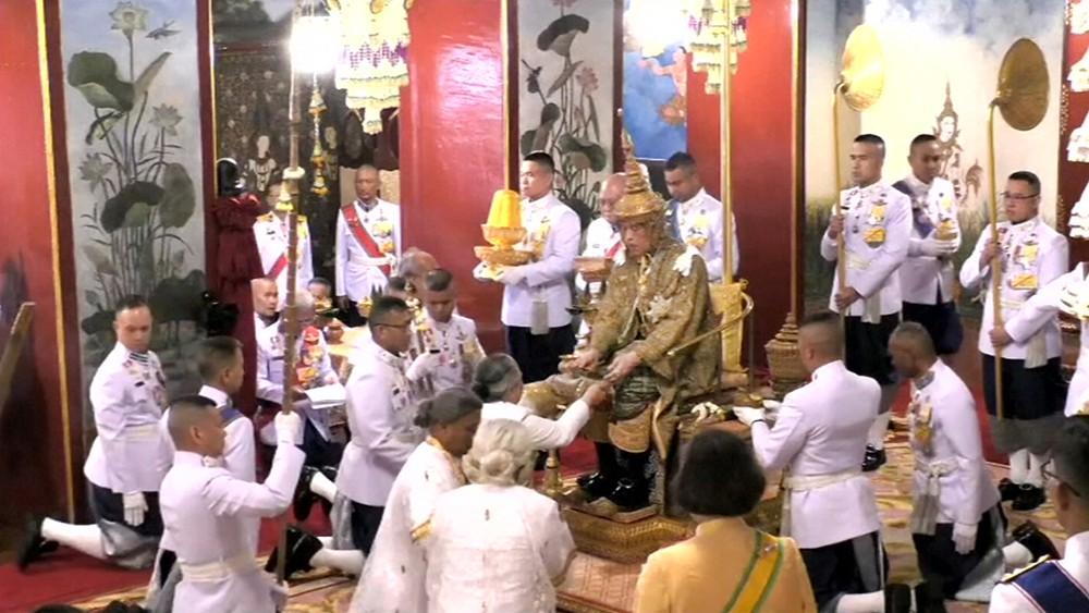 Король Таиланда Маха Вичаралонгкорн (Рама Х) входит на престол