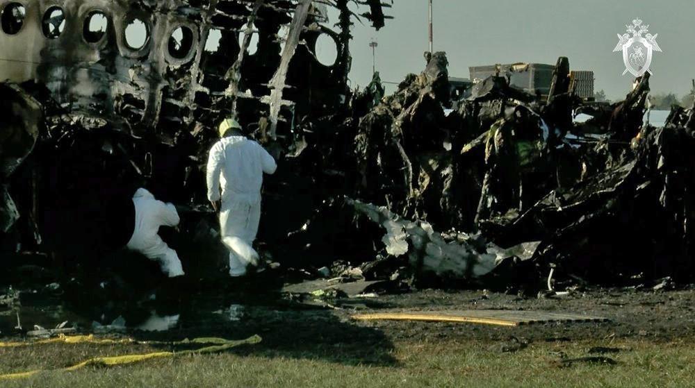 Самолет Sukhoi Superjet 100 после ликвидации возгорания в аэропорту Шереметьево