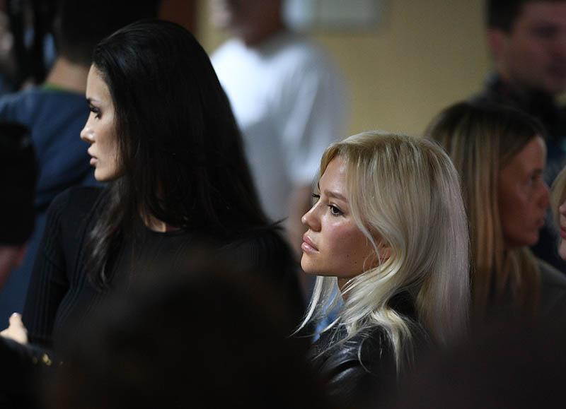 Супруга футболиста Павла Мамаева Алана Мамаева (слева) и супруга футболиста Александра Кокорина Дарья Валитова