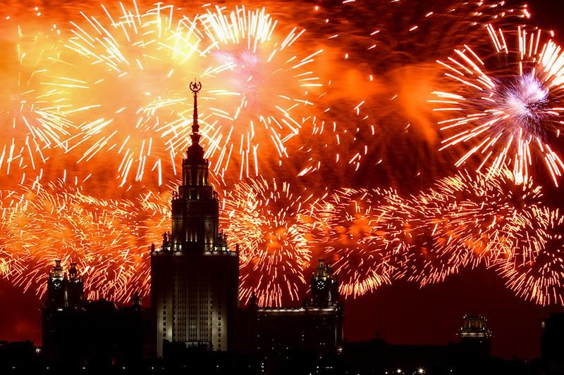 Праздничный салют в честь 74-й годовщины Победы в Великой Отечественной войне