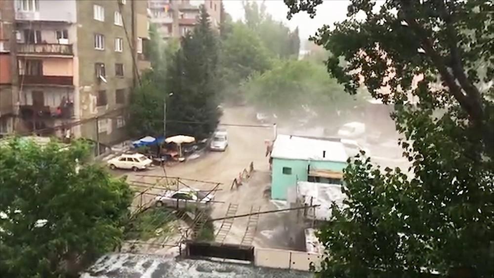 Сильный ливень в Тбилиси