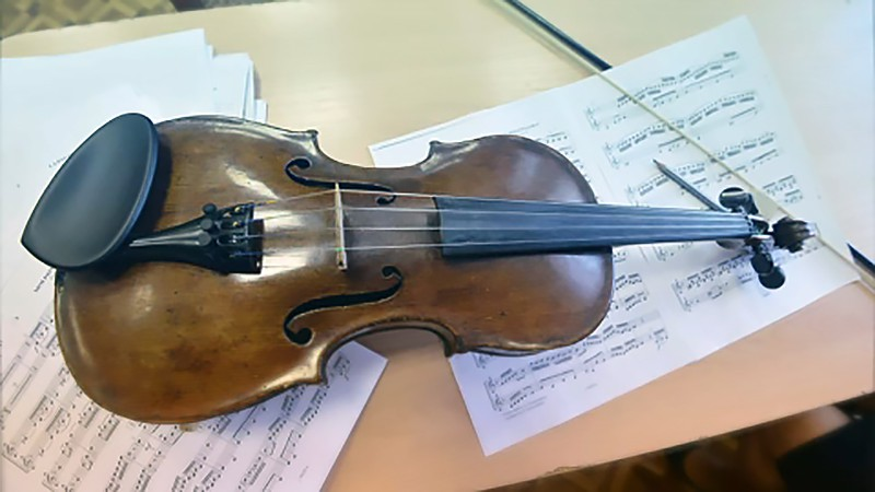 Изъятая старинная скрипка
