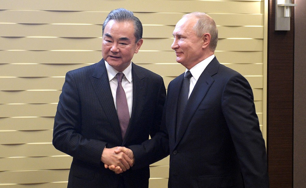 Владимир Путин и министр иностранных дел Китая Ван И