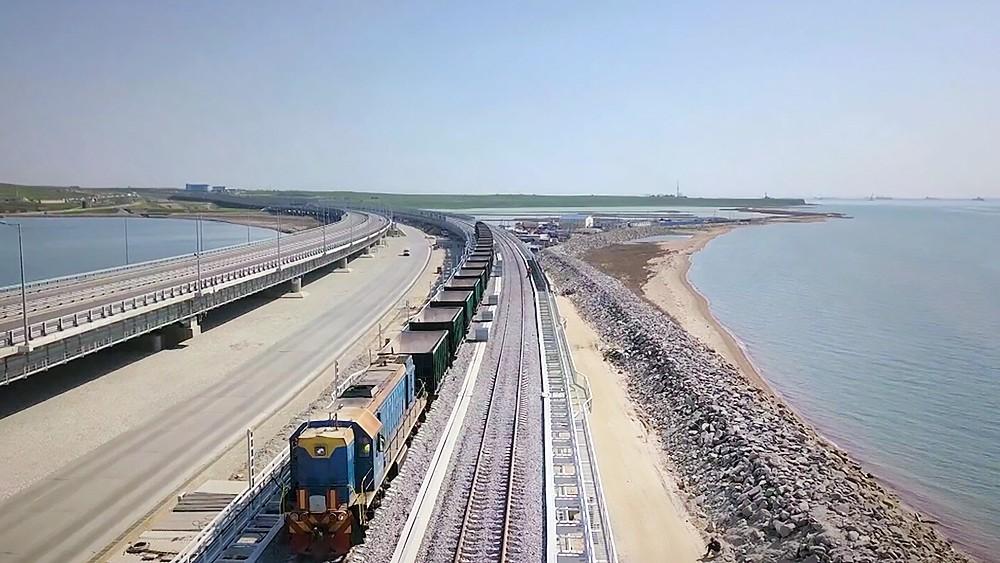 Железная дорога на Крымском мосту