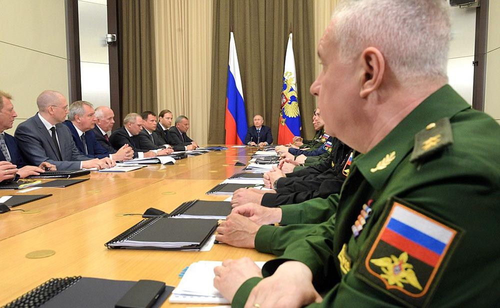 Владимир Путин провел совещание по вопросам развития вооруженных сил и ОПК