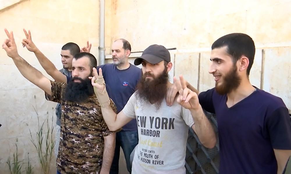 Освобожденные из плена жители Сирии