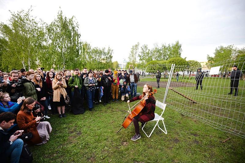 Протестующие против строительства храма на месте городского сквера в Екатеринбурге