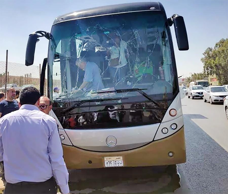 Последствия взрыва в Египте, при котором пострадал туристический автобус