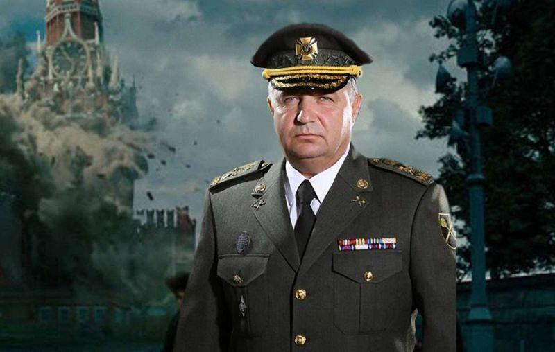 Степан Полторак на фоне разрушенного Кремля