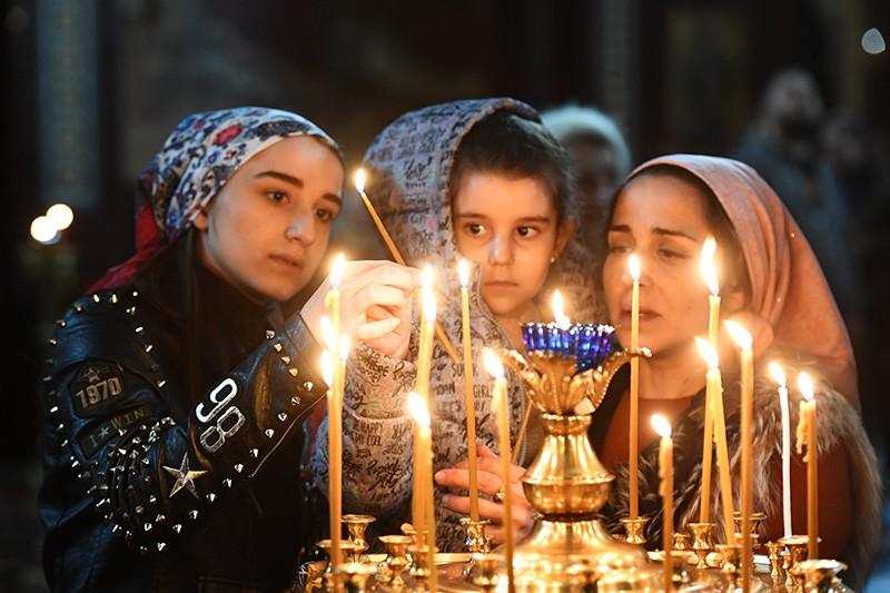 Верующие в храме