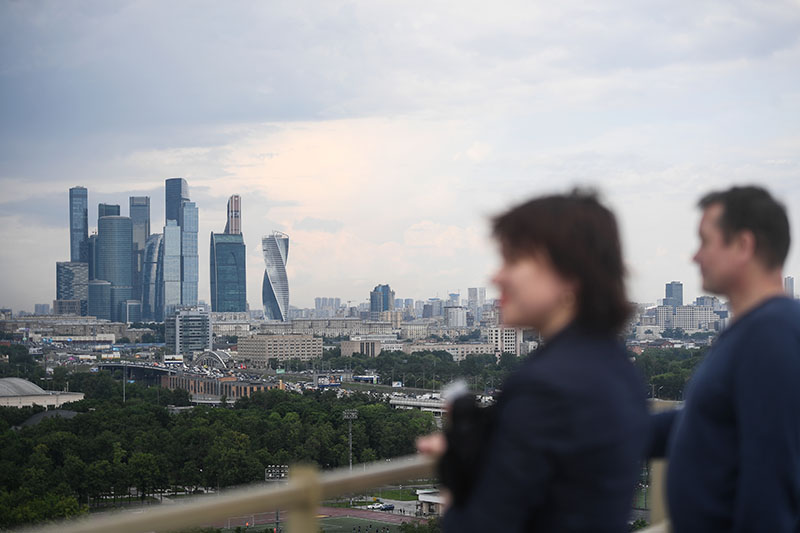 """Посетители на смотровой площадке в """"Лужниках"""""""