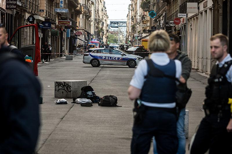 Полиция на месте взрыва в Лионе, Франция