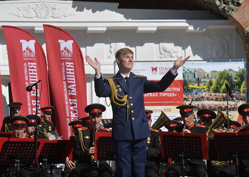 Музыканты оркестра суворовцев Московского военно-музыкального училища