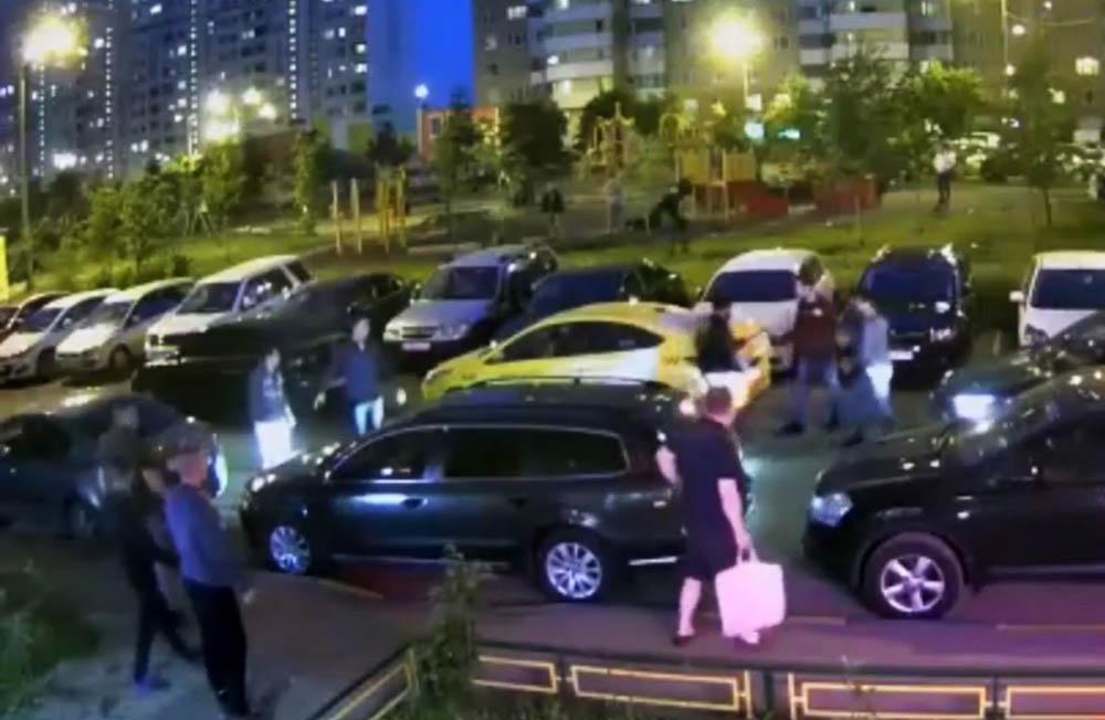Таксист расстрелял людей из пулемета в Подмосковье