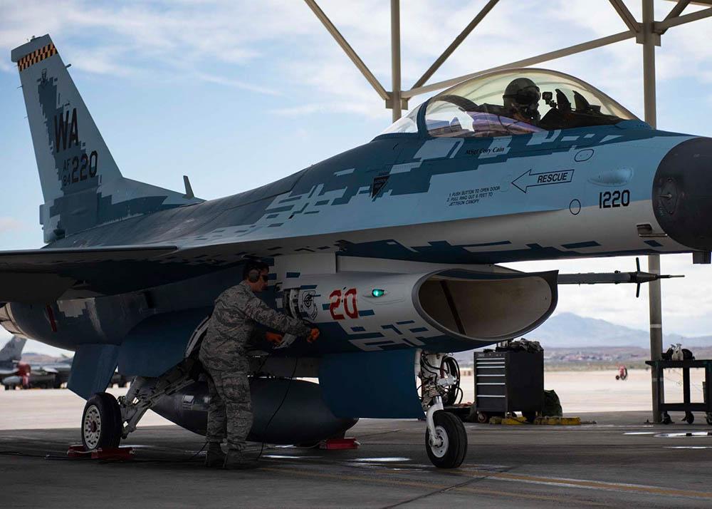 Истребитель F-16 ВВС США