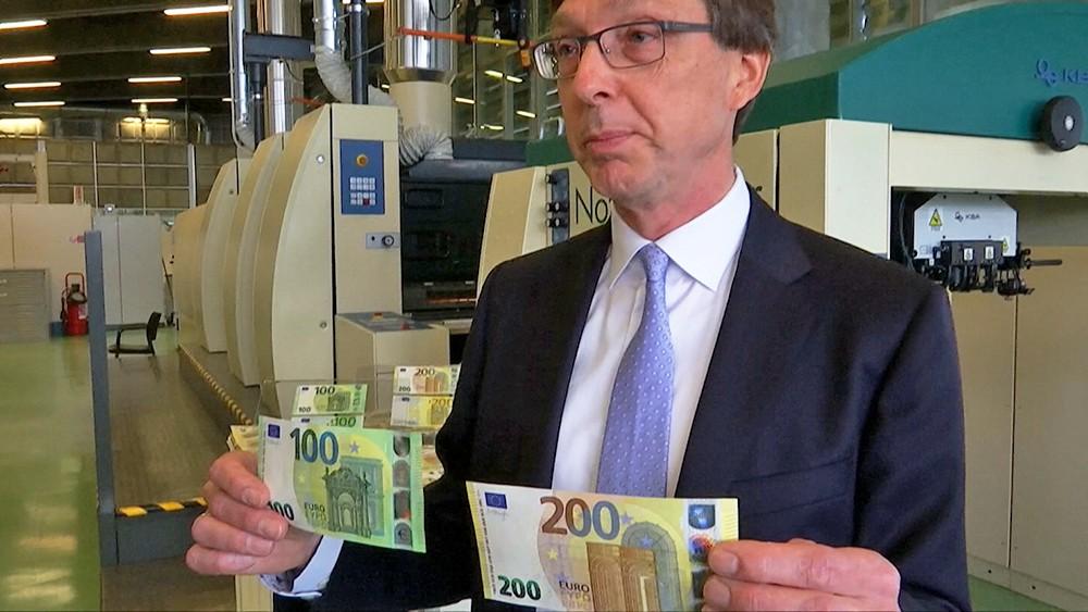 Новые купюры в 100 и 200 евро