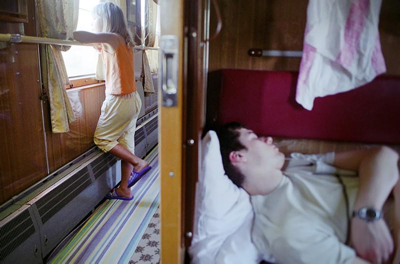 Пассажиры в дальнем поезде