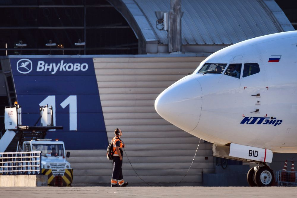 Самолет авиакомпании UTair во Внуково