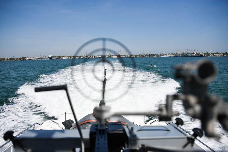 Военный корабль в Керченском проливе