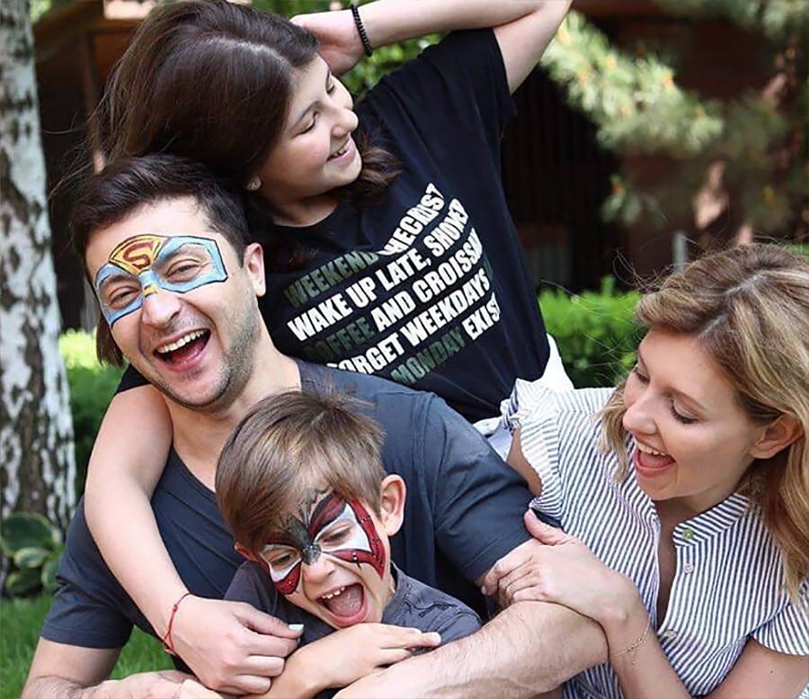 Владимир Зеленский с женой Еленой и детьми