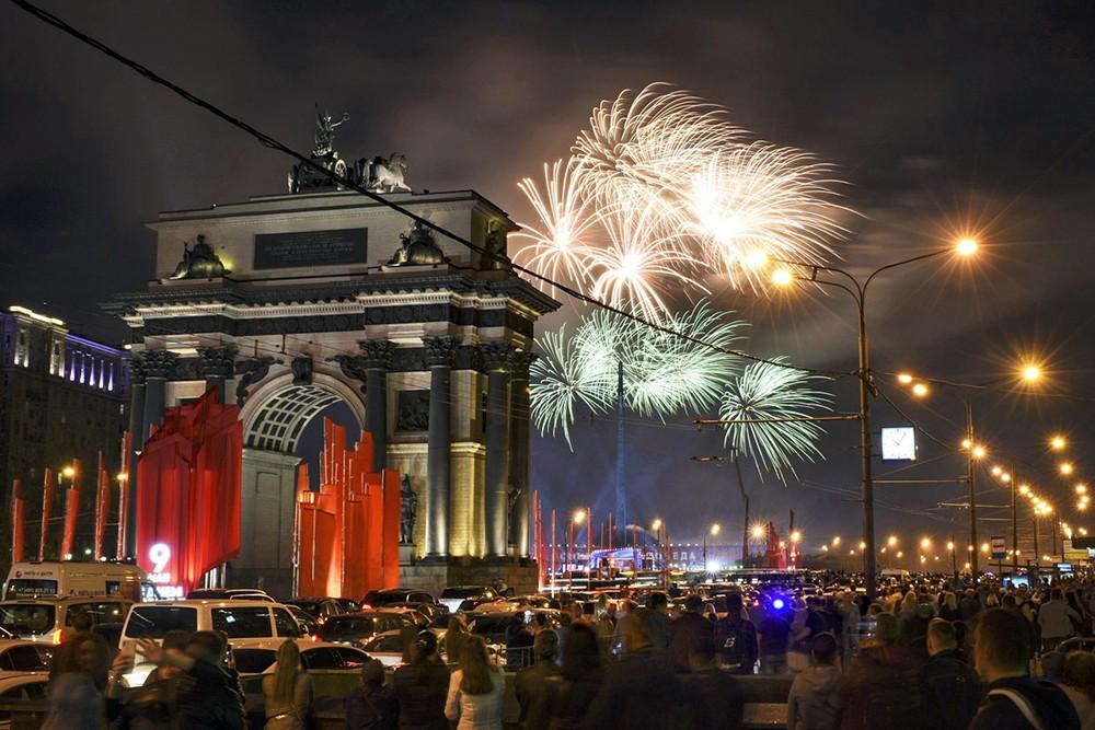 Салют над Москвой
