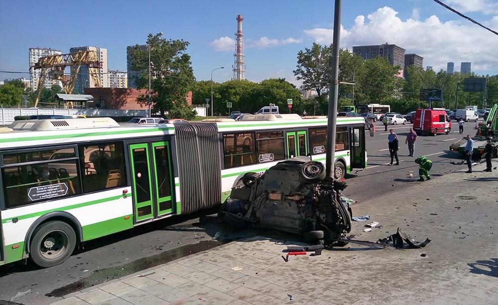 Последствия ДТП на Кутузовском проспекте