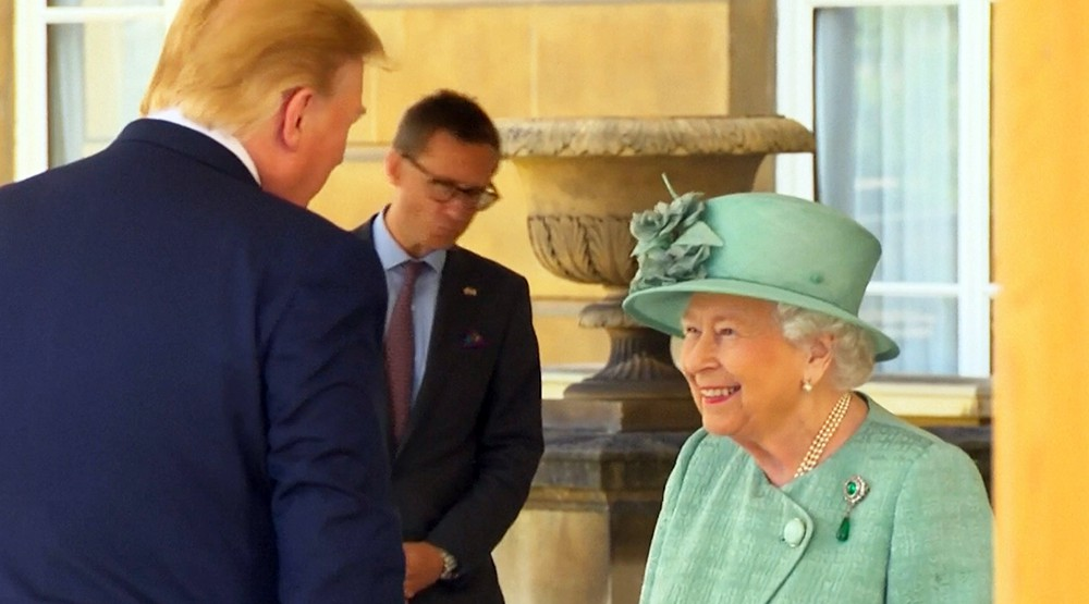 Королева Елизавета II и Дональд Трамп