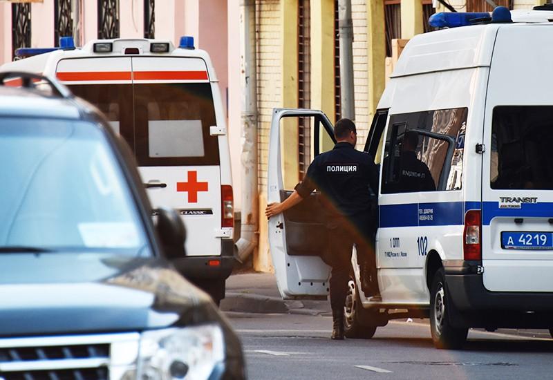 Полиция и скорая помощь на месте нападения