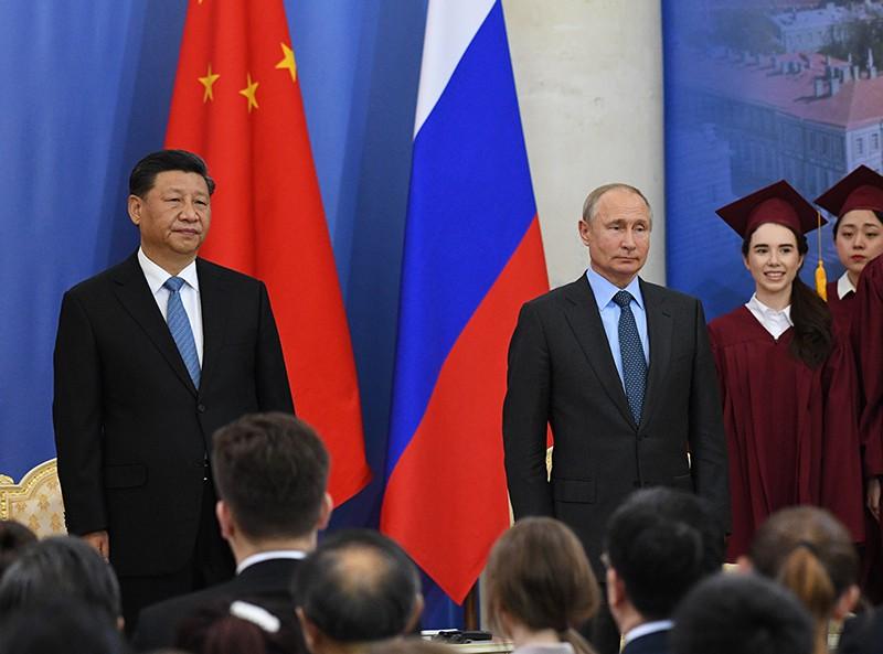 Президент РФ Владимир Путин на церемонии присвоения председателю Китайской Народной Республики