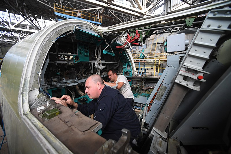 Глубокая модернизация самолета Ту-22М3М в цехе окончательной сборки
