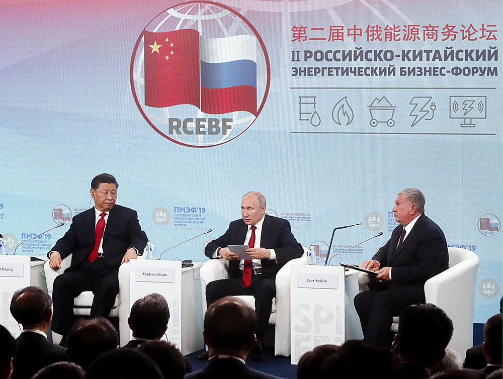 Владимир Путин и Си Цзиньпин на Петербургском международном экономическом форуме