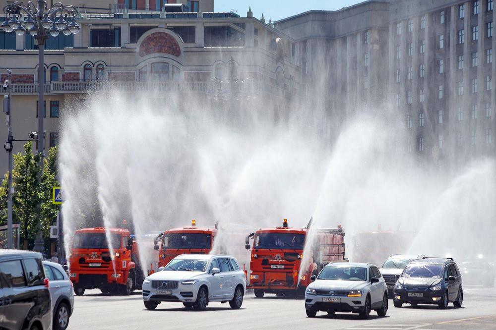 Аэрация воздуха и охлаждение дорожного покрытия в связи с жаркой погодой