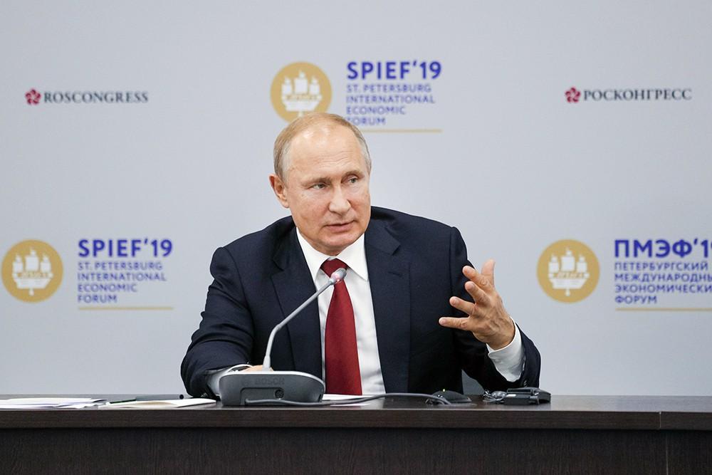 Владимир Путин на встрече с руководителями иностранных компаний
