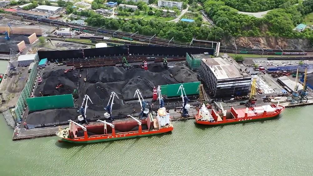 Разгрузка угля в порту