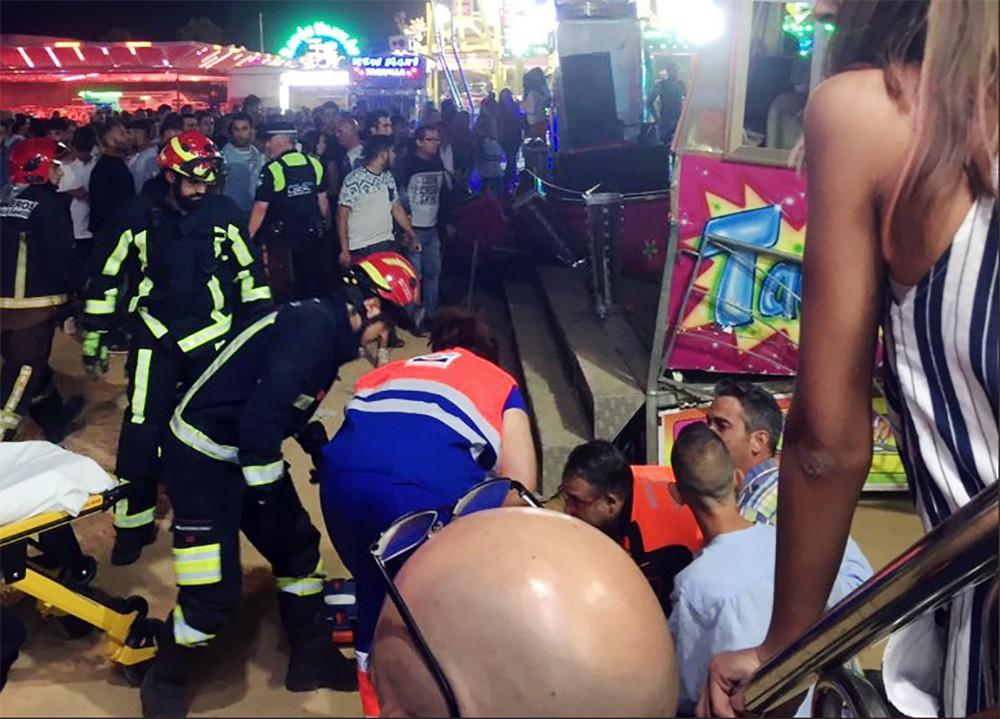 Спасатели Испании в парке аттракционов, где произошла авария