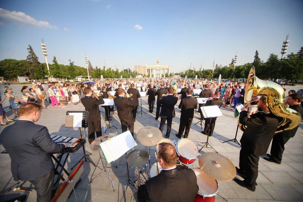 Выступление оркестра на ВДНХ