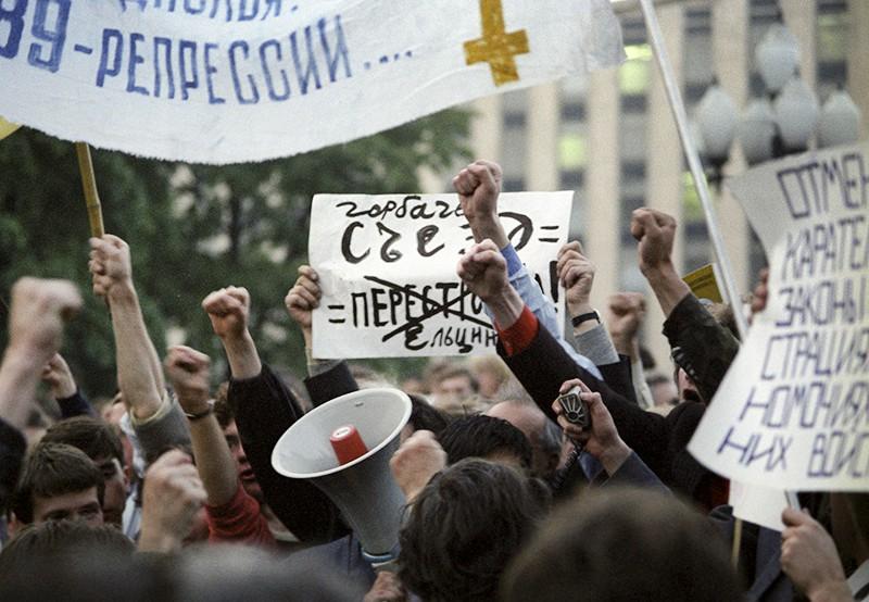 Митинг оппозиции на Пушкинской площади в первый день работы Съезда народных депутатов СССР