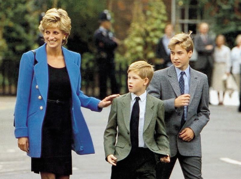 """Еще и рыжий!"""" Отец возненавидел принца Гарри с первой минуты его ..."""
