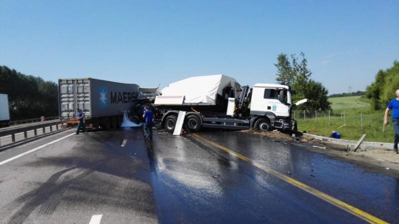 ДТП с участием грузовика МЧС России
