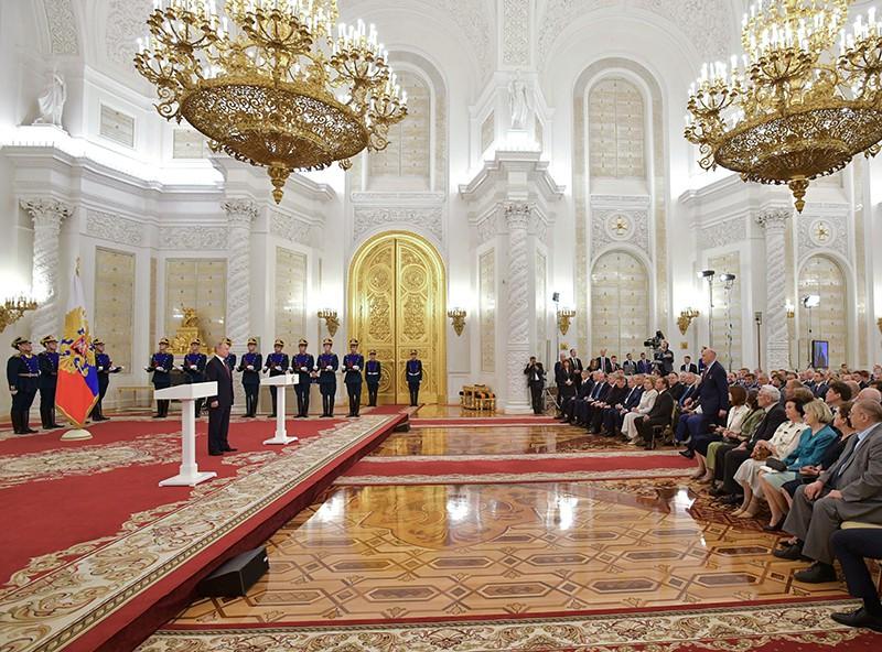 Владимир Путин на церемонии вручения Государственных премий за 2018 год в День России