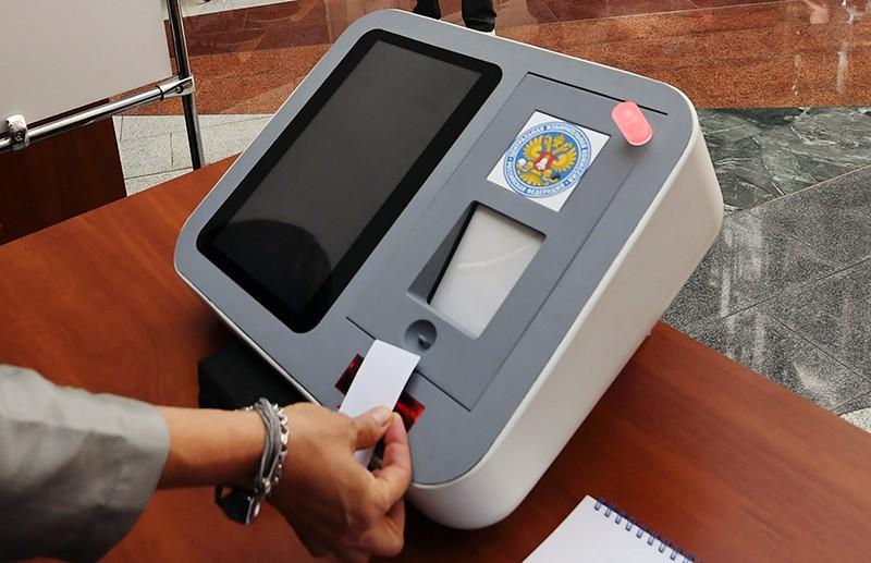 Терминал для голосования на презентации цифрового избирательного участка в ЦИК России
