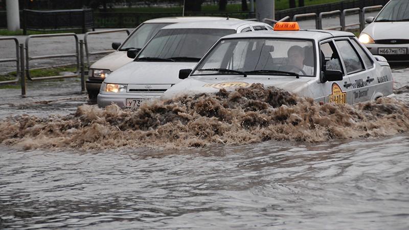 Затопленный участок дороги