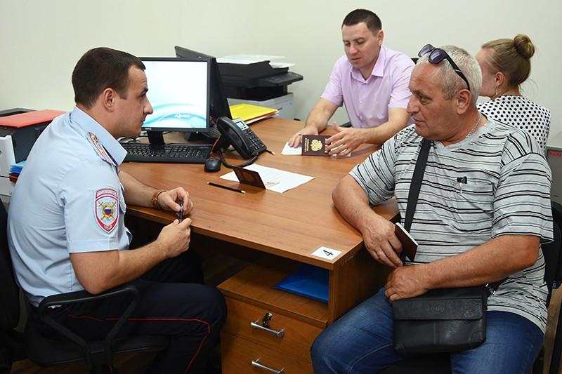 Граждане ДНР получают российские паспорта