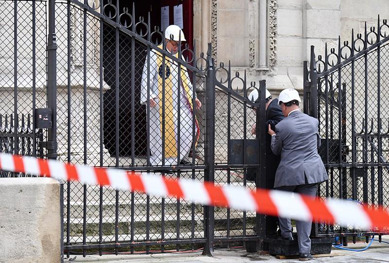 Первая месса после пожара в соборе Парижской Богоматери