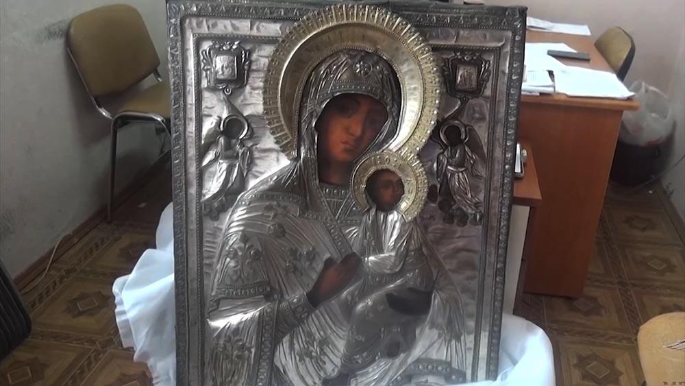Полиция раскрыла кражу древних икон из храма в Подмосковье