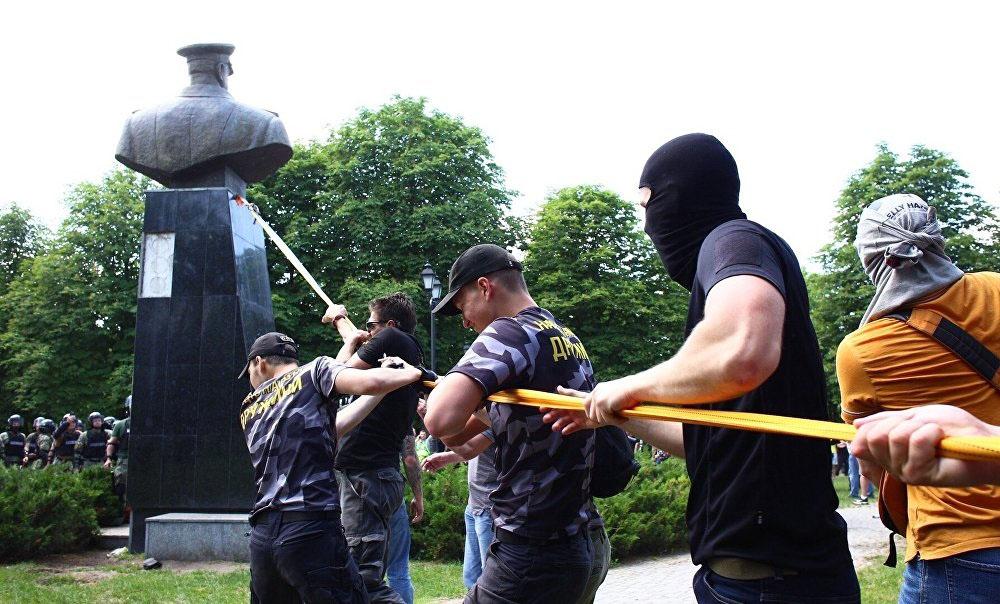 Снос памятника Жукову в Харькове