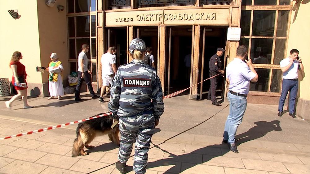 """Полиция у станции метро """"Электрозаводская"""""""