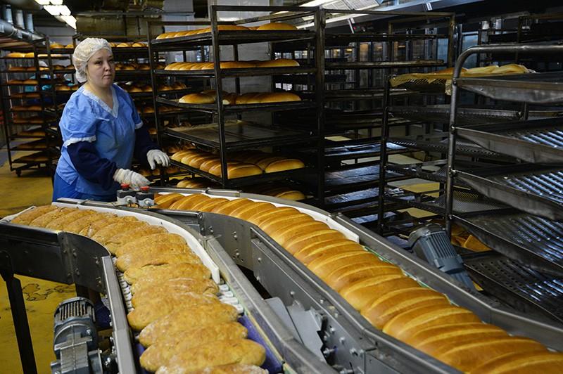 Работники хлебокомбината