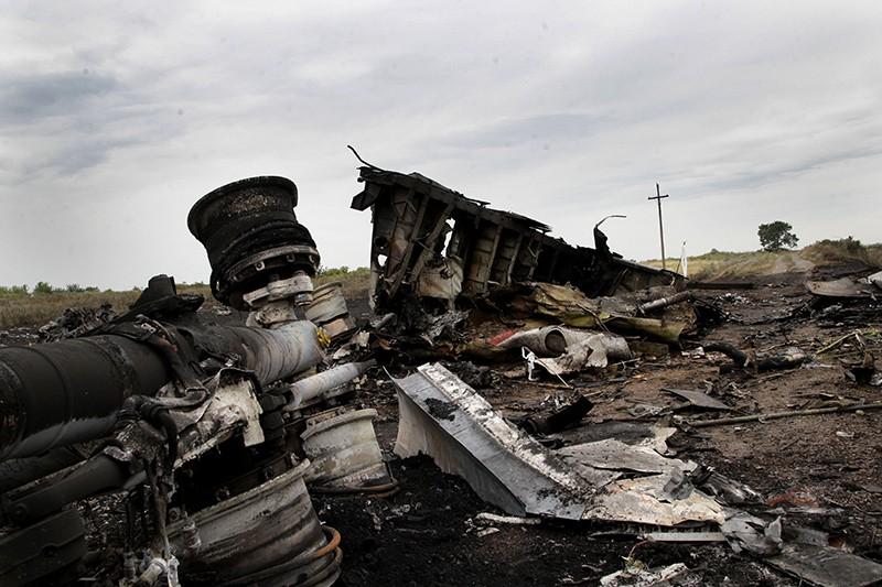На месте крушения малайзийского самолета Boeing, выполнявшего рейс MH17